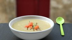 Leek soup potatoes with smoked salmon {velouté} Source: papillae and pupils www. Pork Recipes, Gourmet Recipes, Healthy Recipes, Roasted Pineapple, Potato Leek Soup, Smoked Salmon, Food Print, Food And Drink, Soups