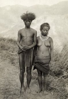 The headman of a tribe from Lubo, Tanudan, Kalinga and his wife stand for a portrait. Date Photographed: Early 1900. Photographer: Dean C. Worcester. Location: Luzon Island, Philippines. Credit: © Dean C. Worcester/National Geographic Society/Corbis.