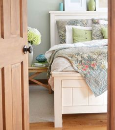 Welcome to the website of Ana White, your source for great DIY furniture and woodworking projects. Choose from a variety of great free woodworking plans! Bed Frame Plans, Diy Bed Frame, Bed Plans, Diy Furniture Plans, Woodworking Furniture, Wood Furniture, Furniture Design, Building Furniture, White Furniture