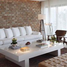 Clean, elegante e confortável... Inspiração para uma sala linda com cores neutras ❤️ #design #sala #tijolinho • Elegant and comfy... Inspiration for a beautiful living with neutral colors...