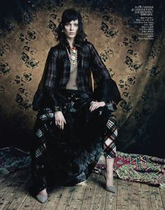 Yumi Lambert, Saskia de Brauw, Stella Tennant & Kati Nescher by Paolo Roversi for Vogue China April 2013 7