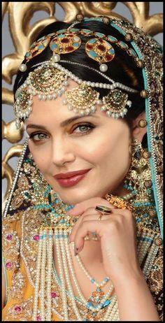 29 Ideas south indian bridal jewelry sets pearls for 2019 Indian Bridal Jewelry Sets, Bridal Jewellery, Gold Jewellery, Pearl Jewelry, Indian Jewelry, Asian Bridal, Exotic Beauties, Bride Makeup, Wedding Makeup