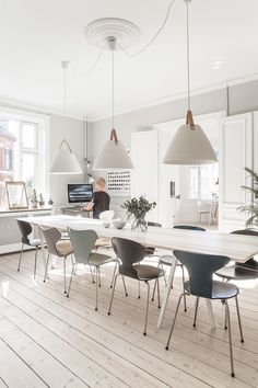 Check out these mesmerizing white dining room ideas that will totally inspire you! Pick the best idea and build your dream dining room now! Wooden Dining Room Chairs, Dining Room Sets, Dining Room Design, Dining Room Table, Dining Room Inspiration, Interior Inspiration, Home Furniture, Interior Design, Diy Interior