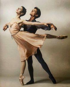Ballet Dancers, Angel, Dance Pictures, Statue, Fictional Characters, Instagram, Ballerinas, Ballet, Angels