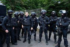 """L'acteur français Dany Boon au sein de l'unité d'élite du RAID, dans le but de l'emission sur France 2 """" Une Nuit avec La Police et la Gendarmerie """"  ➖➖➖➖➖➖➖➖➖➖  French actor Dany Boon in the RAID elite unit , the purpose of the issuance on France 2 """" A Night with The Police and Gendarmerie """" ➖➖➖➖➖➖➖➖➖➖ Follow ✅ @french.specialforces @internationalsoldiers @ejercitoespanol @world_snipers @world.specialforces @mili_picts @_gign_ @fuerzas_federalesmx"""