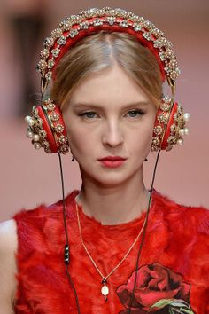The best bags, shoes and jewels spotted at Milan Fashion Week: Dolce & Gabbana headphones