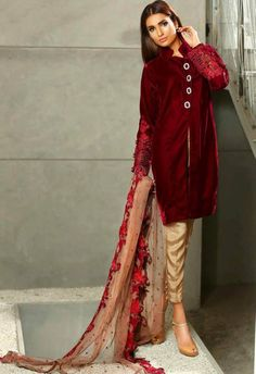 Sobia Nazir silk colleciton 2016 is the formal and party wear collection of beautifully designed dresses that women can wear in winter and spring season. Pakistani Lawn Suits, Pakistani Party Wear, Pakistani Couture, Pakistani Outfits, Indian Outfits, Pakistani Clothing, Indian Dresses, Muslim Fashion, Asian Fashion