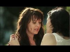 Sanctuary - Helen Magnus Lesbian Kiss....Ah Amanda Tapping wish she did this as Sam Carter but beggers can't be choosers