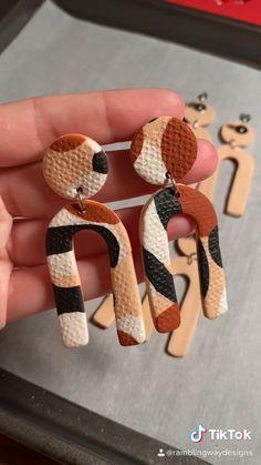 Cute Polymer Clay, Cute Clay, Polymer Clay Creations, Polymer Clay Crafts, Polymer Clay Jewelry, Diy Earrings Easy, Diy Clay Earrings, Metal Clay Jewelry, Clay Food