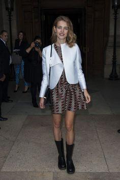 Natalia Vodianova porte une robe et une veste Stella McCartney croisière 2014 http://www.vogue.fr/mode/inspirations/diaporama/les-looks-du-mois-de-septembre-des-podiums-a-la-realite/15498/image/863437#lundi-30-septembre-natalia-vodianova-porte-une-robe-et-une-veste-stella-mccartney-croisiere-2014-lors-du-defile-printemps-ete-2014-de-la-marque