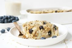 GEBAKKEN HAVERMOUT MET APPEL EN BLAUWE BESSEN - Breakfast Recipes, Dessert Recipes, Desserts, Healthy Snacks, Healthy Recipes, Muesli, Overnight Oats, Smoothies, Cereal