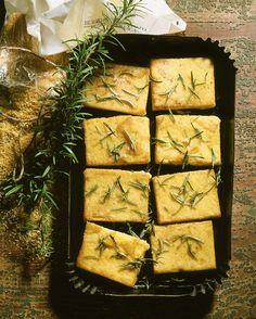 Gebratene Polenta mit Parmesan und Rosmarin   http://eatsmarter.de/rezepte/gebratene-polenta-2