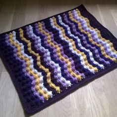 Ravelry: Curvy Bumby Bubble Blanket pattern by Sari Siutti