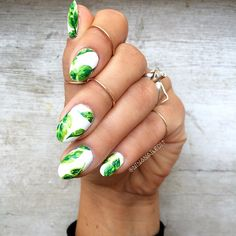 I used @cultcosmetics polishes to paint banana leaves! I never went to the Beverly Hills Hotel while I lived in So Cal but I hear the banana leaf wallpaper is iconic ⭐️ I'll prob try to go my this summer when I'm home! I'd love to know where you're from!! I was raised in Orange County until I moved to Boston almost ten years ago!