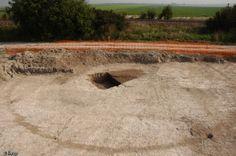 Une tombe à char au centre d'un enclos funéraire gaulois, fin du Ve siècle avant notre ère, Livry-Louvercy (Marne), 2006.