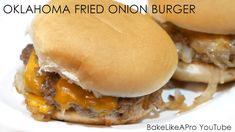 The OKLAHOMA Fried Onion Burger. My son loves these burgers he saw recently in a video from First We Feast,. and has made these a few times now. Milk Chocolate Cheesecake Recipe, Fried Cheesecake, Onion Burger, Fun Baking Recipes, Yummy Recipes, Baking Basics, Good Food, Yummy Food, Cupcakes