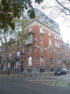 Lille - 59  A coté du parc Jean Baptiste Lebas.  Très belle maison sur 6 ou 7 niveaux…