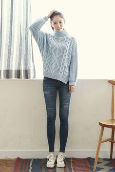 Turtle Neck Pattern Knit Sweater