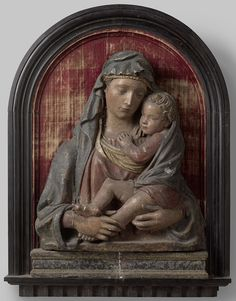 Jungfrau Maria Statue, Italian Statues, Virgin Mary Statue, Home Altar, Museum, Hail Mary, Madonna And Child, Blessed Virgin Mary, Holy Family
