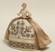 Sofia - An Italian Style Pincushion Doll From Giulia Punti Antichi - Cross Stitch Charts - Embroidery - Casa Cenina