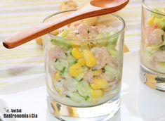Ensaladilla de gambas y pepino con salsa de yogur