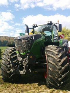 Big Tractors, John Deere Tractors, John Deere Decals, Earth Moving Equipment, Tractor Photos, Tractor Implements, Quito, Farm Boys, Engin