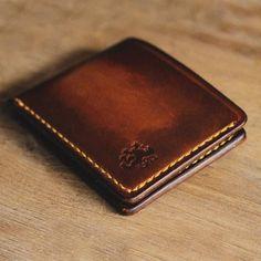 Vintage Style Brown Leather Slim Bi-fold Wallet With Gold Accent Slim Leather Wallet, Slim Wallet, Men Wallet, Saddle Leather, Tan Leather, Vintage Fashion, Vintage Style, Leather Bags Handmade, Journal Covers
