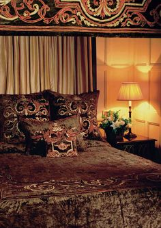 Florence taupe velvet bedspread and four poster hangings sizes up to super king 300 x Luxury Bedspreads, Luxury Bedding, Gothic Interior, Interior Design, Velvet Bedspread, Bed Company, Hanging Posters, Buy Bed, Room Planning