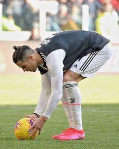 Cristano Ronaldo, Ronaldo Football, Cristiano Ronaldo Juventus, Good Soccer Players, Football Players, Neymar Jr Wallpapers, Soccer Post, Ronaldo Real Madrid, Designer Suits For Men