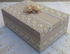 Caixa de MDF Decorada: 42 Ideias com Passo a Passo Shabby Chic Boxes, Shabby Chic Crafts, Decoupage Box, Pretty Box, Altered Boxes, Cardboard Crafts, Vintage Box, Diy Box, Beautiful Gift Boxes