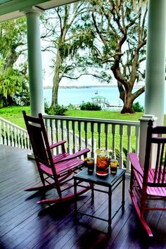 Beautiful Beaufort, Port Royal & the Sea Islands of South Carolina. I love the pink rocking chairs with the sea foam green porch columns. Southern Porches, Southern Homes, Southern Living, Coastal Living, Country Porches, Southern Charm, Country Homes, Low Country, Country Chic