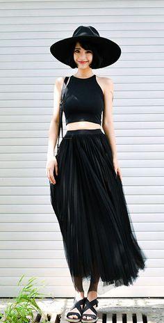 เสื้อเอวลอย แขนกุด สีดำ กระโปรง Maxi สีดำ