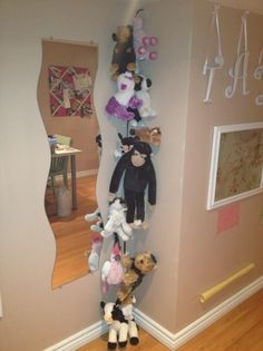 SUPER easy and quick DIY stuffed animal holder - HystericallyEverAfter.com