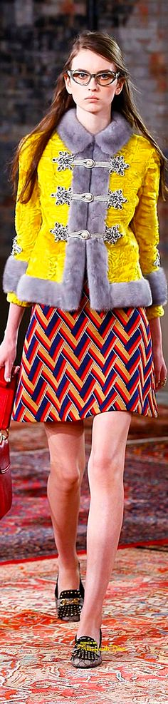 Gucci Resort 2016 ♔ Très Haute Diva (Can I talk about how much I love all Gucci's 2016 collections? I'm usually all black and red, and this is so wacky and out there, but I LOVE it! Gucci Fashion, Fashion Brand, Runway Fashion, High Fashion, Fashion Show, Fashion Design, Quirky Fashion, Colorful Fashion, Givenchy Clothing