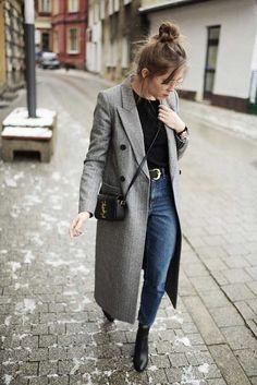 Maxi casaco, casacão, alfaiataria, balzer, cinza, blusa preta, mom jeans, ankle boot