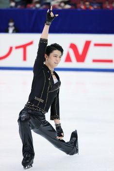 Ice Skating, Figure Skating, Pretty Boys, Cute Boys, Male Figure Skaters, Yuzuru Hanyu, Male Ballet Dancers, Fluffy Hair, Yuri On Ice