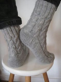 Knitting Patterns Wear Free pattern on Ravelry – These socks are rustic, warm, thick socks. They do not have a close fit, b… Cable Knit Socks, Crochet Socks, Knit Or Crochet, Knitting Socks, Knitting Stitches, Knitting Patterns Free, Hand Knitting, Cozy Socks, Beanies