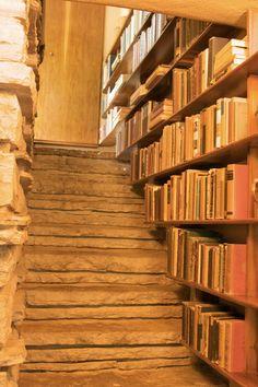 bookshelves (by happy via)