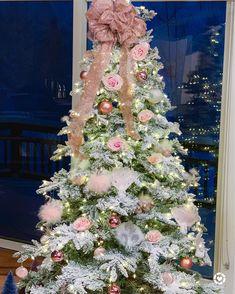 Shabby Chic Home Decor Pink Christmas Decorations, Christmas Tree Themes, Holiday Tree, Christmas Art, Christmas Stuff, Christmas Ideas, Shabby Chic Christmas, Victorian Christmas, Vintage Christmas