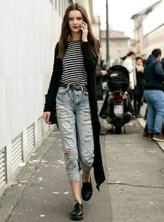 easy to pull of, model-off-duty-esque street style. Striped shirt long sweater, oxfords, shredded jeans