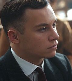 Finn Cole as Michael Gray in Peaky Blinders Michael Peaky Blinders, Cillian Murphy Peaky Blinders, Peaky Blinders Characters, Peeky Blinders, Peaky Blinder Haircut, Finn Cole, Barber Haircuts, Big Blue Eyes, Film Inspiration