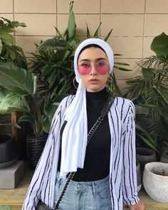 Hijab Stripe Button Down (y. Modern Hijab Fashion, Street Hijab Fashion, Hijab Fashion Inspiration, Muslim Fashion, Modest Fashion, Girl Fashion, Fashion Outfits, Hijab Outfit, Turban Outfit