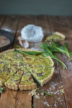 Wild garlic quiche: a feast for spring! ⋆ Crunchy room - Wild garlic quiche: a feast for spring! Mushroom Pizza Recipes, Mini Pizza Recipes, Burger Recipes, Homemade Burgers, Veggie Pizza, Chicken Pizza, Wild Garlic, Quiches, Healthy Drinks