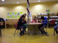 Juegos de presentación, conocimiento y distensión.  http://lasalamandrasiguenza.wordpress.com/2013/10/18/i-encuentro-de-centros-jovenes-de-alovera-y-la-salamandra-de-siguenza/