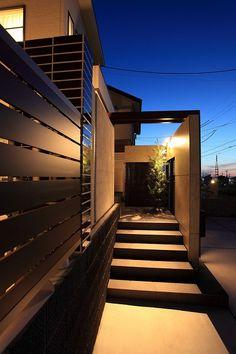 お出迎えの灯り 株式会社アーキッシュデザイン 大阪府F様邸-Lighting Meister Muji Style, Exterior Design, Mexico, Stairs, Garden, Fallout, House, Home Decor, Future House