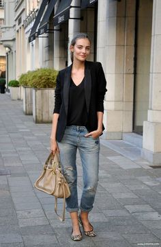 15 casual jeans and a blazer outfit Outfits outfits casuales Outfit Jeans, Lässigen Jeans, Mode Jeans, Casual Jeans, Black Blazer Outfit Casual, Black Blazer Jeans, Ripped Jeans, Flats Outfit, Casual Attire