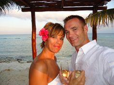 How we  planned our beach vow renewal ceremony on our anniversary without breaking the bank