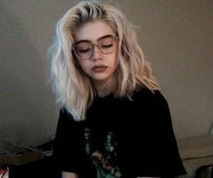 Kort golvend haar, Best Picture For wavy hair braid For Your Taste You are look Short Wavy Hair, Short Hair Styles, Short Grunge Hair, Grunge Bob, Cute Short Hair, Short Hair Girls, Short Bleached Hair, Edgy Long Hair, Hipster Grunge