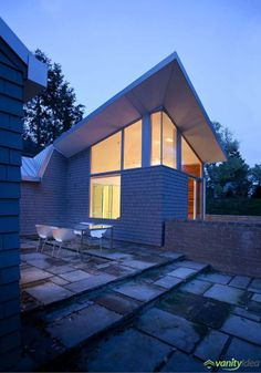 Brahler Residence von Robert Maschke Architects im Bay Village, Ohio Bay Village Ohio, Contemporary Patio, Terrace Design, Small House Design, Brick, Photos, Home And Garden, Exterior, Mansions