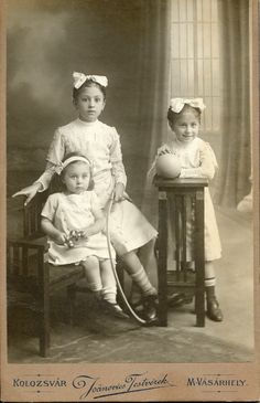 Sisters in white Cabinet card, around Vintage Children Photos, Vintage Pictures, Old Pictures, Vintage Images, Old Photos, Vintage Kids, Vintage Ladies, Antique Photos, Vintage Photographs